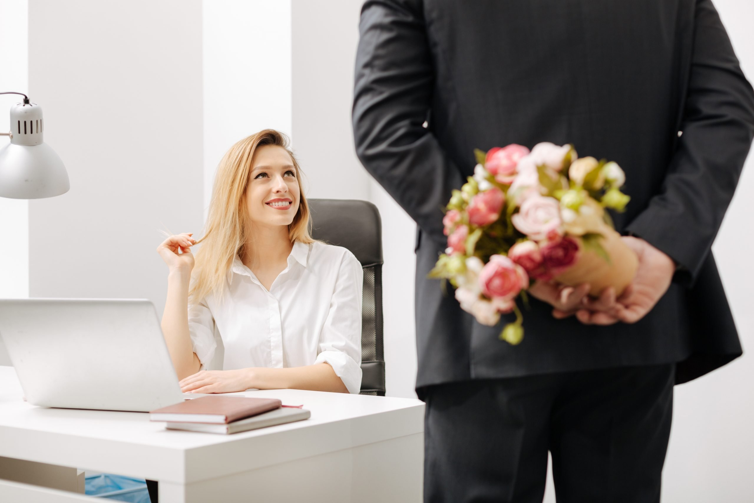Five tips for managing an office romance - 2020 - Wattsnext Group